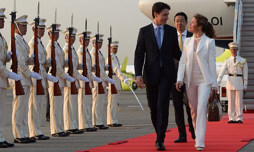 Justin Trudeau and his wife Sophie Grégoire Trudeau were greeted by Japan's national guard as they arrived in Tokyo on May 23. 