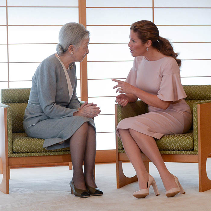 Clad in another pair of Zvelle pumps and a seashell pink dress with flared sleeves, Sophie had a heart-to-heart with Empress Michiko of Japan at the Imperial Palace in Tokyo.