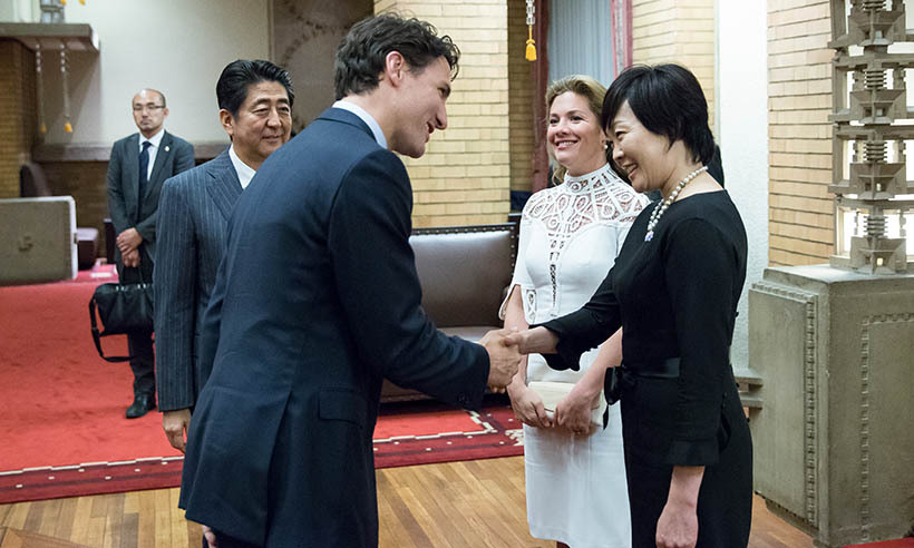 Before taking Wednesday (May 25) off to celebrate their wedding anniversary in private, Justin and Sophie meet with Japan's Prime Minister Shinzo Abe and his wife Akie Abe at their official residence. 