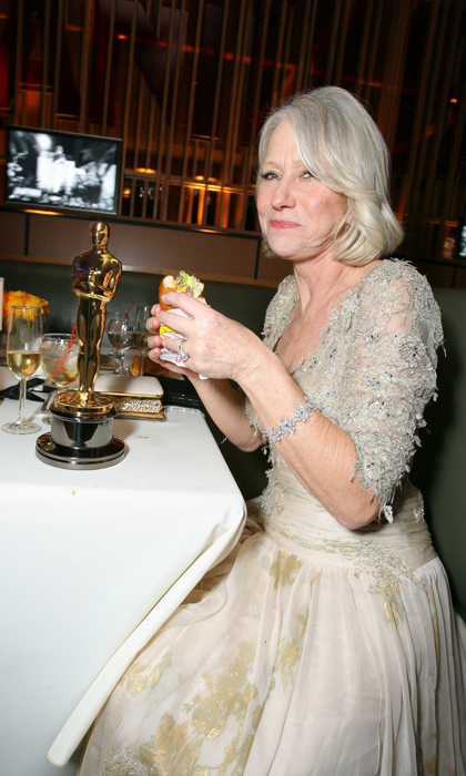 What pairs well with an Oscar win? A burger, of course! Dame Helen Mirren celebrated her Best Actress award for her royal turn in <em>The Queen</em>by tucking into a juicy burger. 