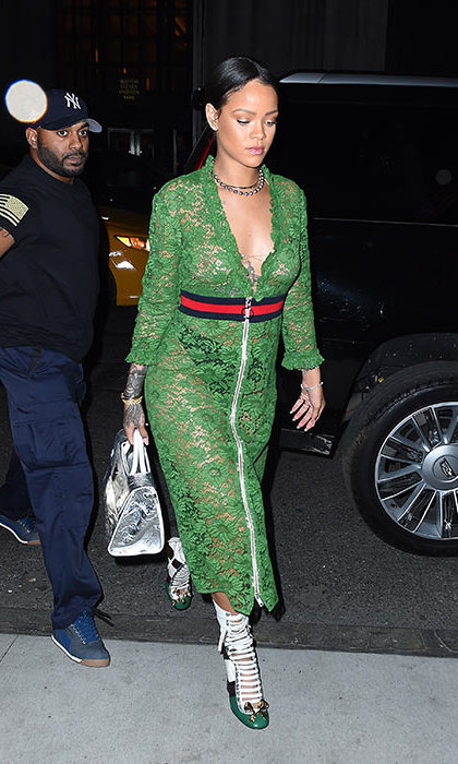She even managed to pull off green lace!
