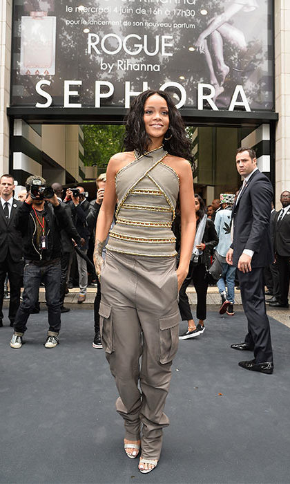 Another perfume launch, another amazing look from Rihanna. 