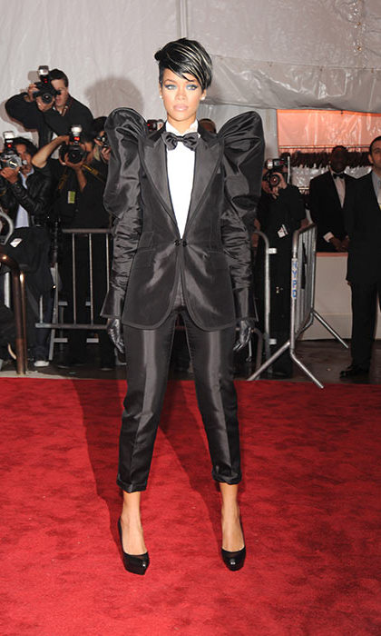 Even in a masculine suit, Rihanna managed to look amazing. 