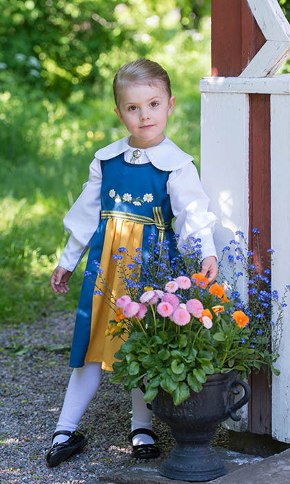It wouldn't be National Day without folk costumes. In 1903, a young horticulture student named Marta Palme designed the garment using colours from the country's flag as a way to promote a feeling of national pride. Queen Silvia started the tradition of wearing the ensemble on the country's first National Day in 1983.  