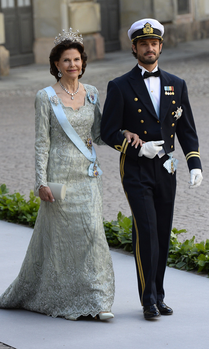 Prince Carl Philip of Sweden escorted his mother Queen Silvia to the ceremony. 