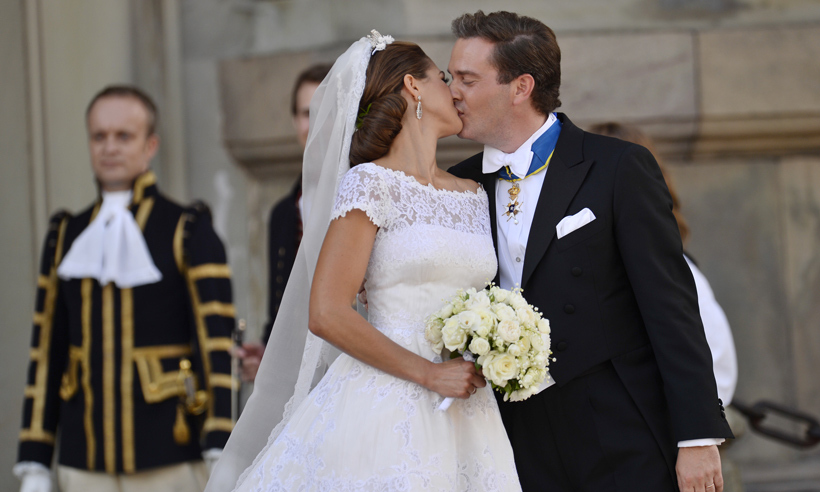 After the ceremony, the pair stepped outside the Royal Chapel and delighted onlookers by sharing not one, but three tender kisses. 