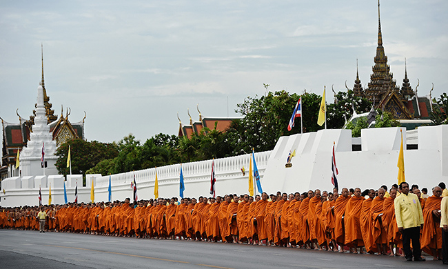 A special alms giving ceremony was held in the morning and attended by 770 monks.