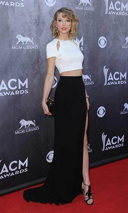 Despite often opting for glamorous dresses, at the 2014 Country Music Awards the singer wore a stylish crop top and skirt combo.