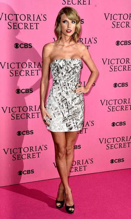 Outfit change! Rocking a minidress for a second turn on the pink carpet.