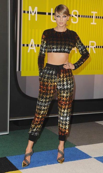Dazzling in gold sequins at the MTV Awards.