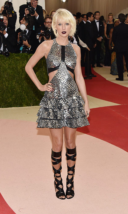 "Taylor, is that you? The ""Bad Blood"" singer was almost unrecognisable in her edgy ensemble at the Met Gala.