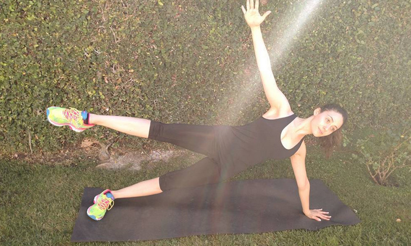 Emmy Rossum induces some serious side-plank envy with her yoga game. 