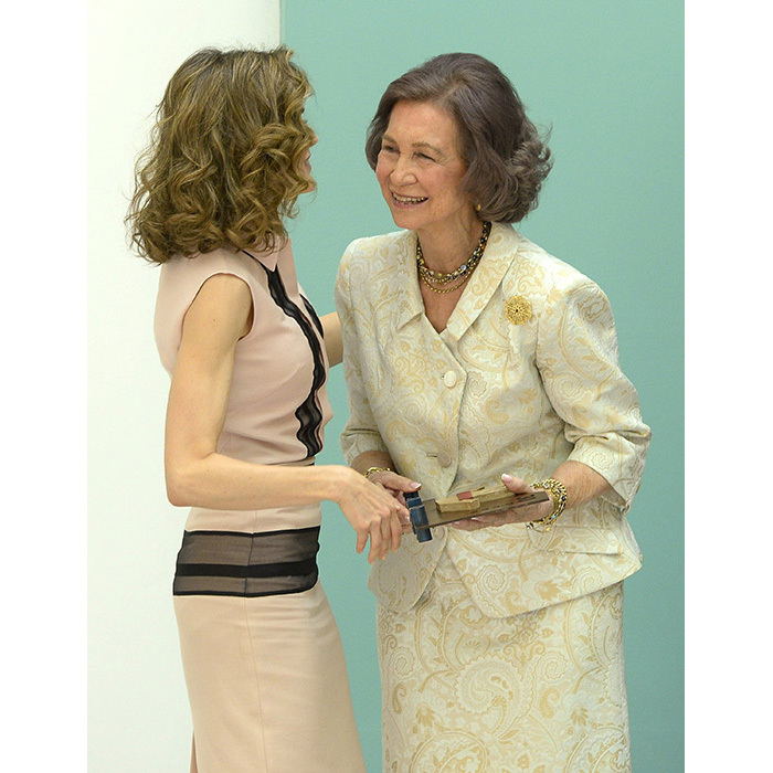 Queen Letizia chatted to Queen Sofia on stage.