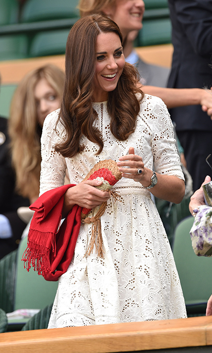 In 2014, Kate adhered to the tournament's white dress code in a broderie anglaise design by Australian designer Zimmermann. She accessorized her ensemble with an Anya Hindmarch fan bag and red scarf. 