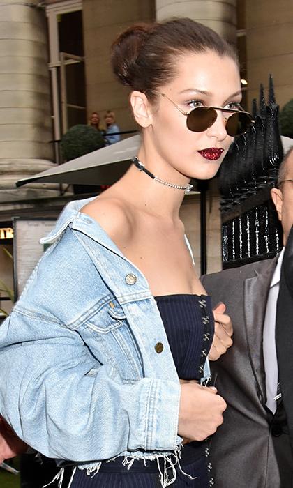 With a choker, distressed denim jacket and shades, Bella looked très cool after the show.