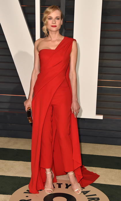 <h2>12. Wear red for a no-fail Hollywood style statement</h2>