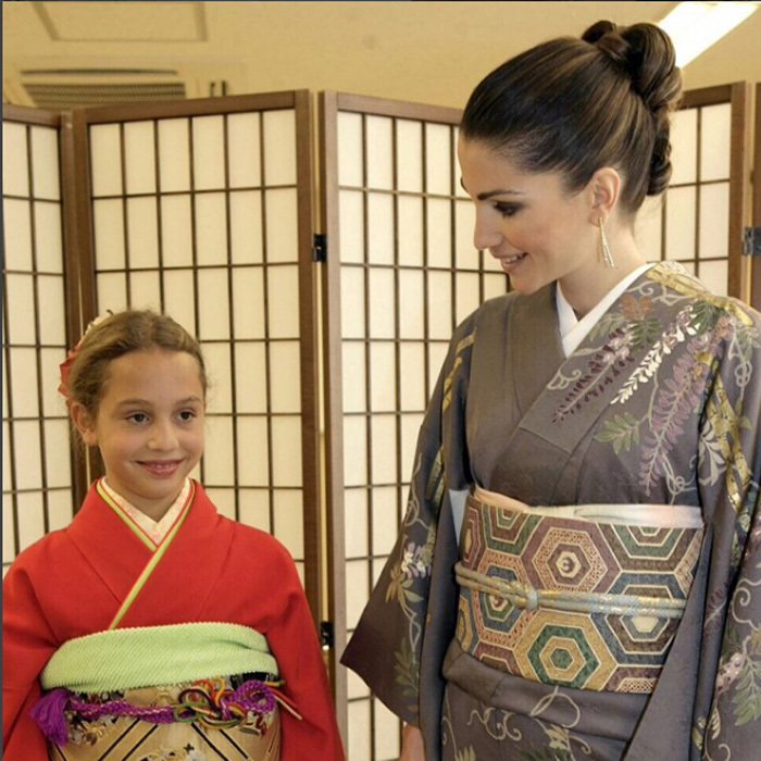 At just ten years old, Iman joined her mom Rania on an official visit to Japan. The royal pair paid a visit to Tokyo's Sodo Kimono Academy where they had the chance to dress in traditional costume. 