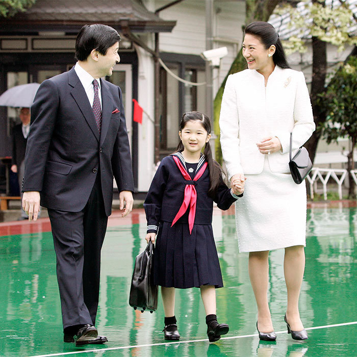 Proving that they are never too busy to walk their little girl to school, Princess Masako sweetly held hands with Aiko as the trio set off to walk to the princess's elementary school.