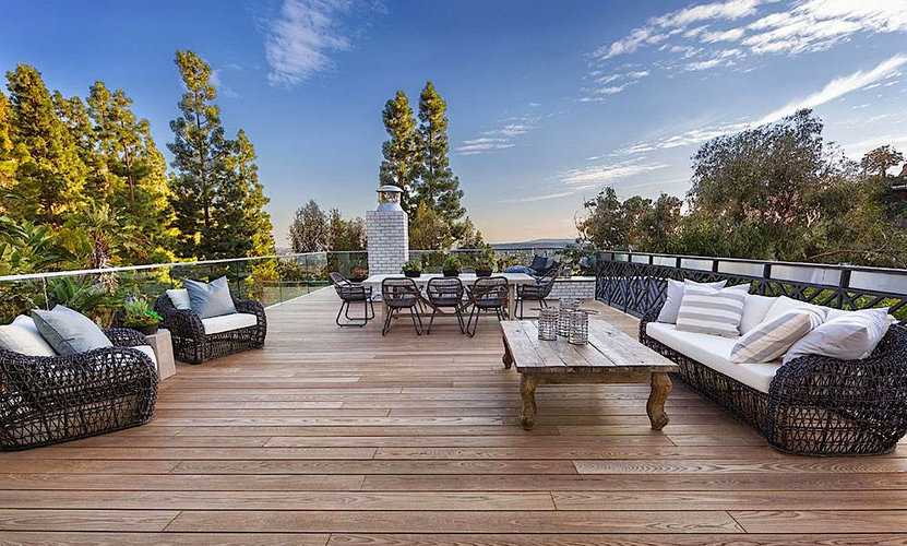 There's also a gorgeous roof terrace, and breath-taking panoramic views of West Hollywood. 
