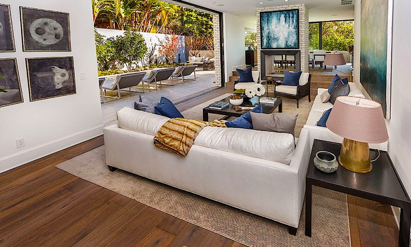 "<a href=""/tags/0/kendall-jenner/"">Kendall Jenner</a> is moving on up - into the Hollywood hills, specifically. The supermodel recently bought a USD$6.5 million mansion from <a href=""/tags/0/emily-blunt/"">Emily Blunt</a> - and it's as amazing as you'd imagine. Click through the gallery to take a peek inside her gorgeous new home...