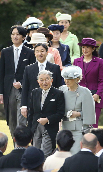 Emperor Akihito and Empress Michiko lead their family members including Crown Prince Naruhito and Crown Princess Masako into the palace garden party in Nov. 2015.