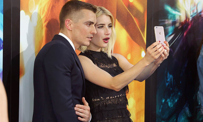 <em>Nerve</em> stars Dave Franco and Emma Roberts shared a selfie moment on the red carpet at the film's premiere in New York.