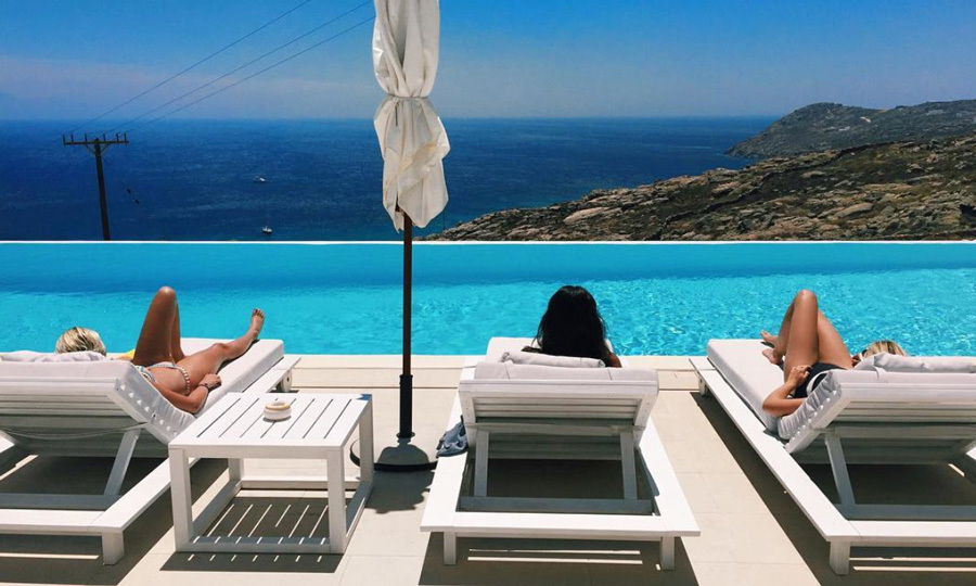 The birthday girl and her friends enjoyed breathtaking views of the Mediterranean Sea, while relaxing poolside in Mykonos.