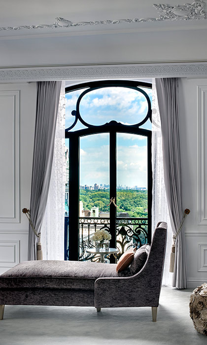 <h4>Christian Dior Suite<br>St Regis Hotel, <em>New York</em></h4>