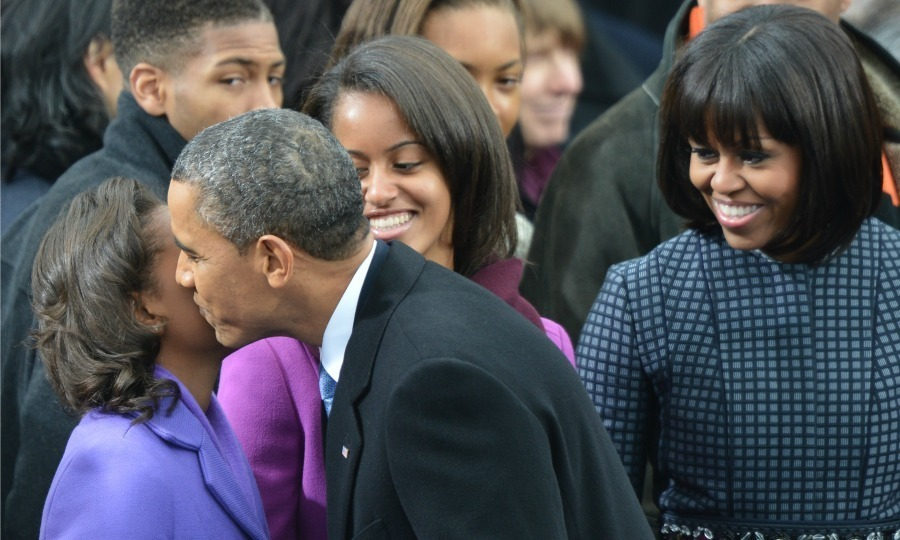 President Obama gave Sasha a kiss during the 57th Presidential Inauguration in Washington, D.C.