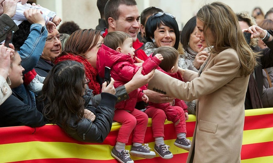 While some children in Alcaniz greeted Queen Letizia with open arms, others showed a bit less interest.
