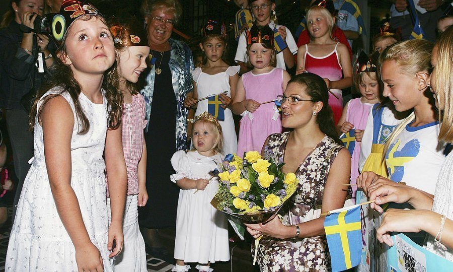 The struggle was real for one little girl in Sydney, Australia during a meeting with Sweden's Crown Princess Victoria at a smorgasbord lunch in 2005.