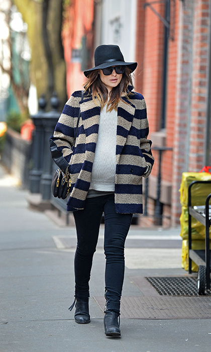 Olivia took her street style to new heights in 2014, pairing a stripped oversized coat with skinny jeans, ankle boots and a floppy hat. 