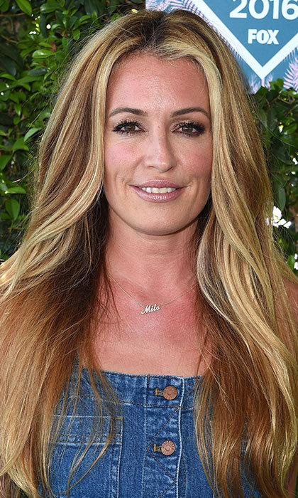 Cat Deeley gave us summer beauty inspiration at the Teen Choice Awards thanks to her long, glossy blonde tresses, shimmering eyeshadow and nude, glossy lips. 