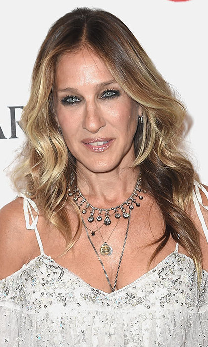 Sarah Jessica Parker looked every inch a beauty icon with her hair left down in cascading loose curls, teamed with bold smokey eye make-up to add an edgy finish. 