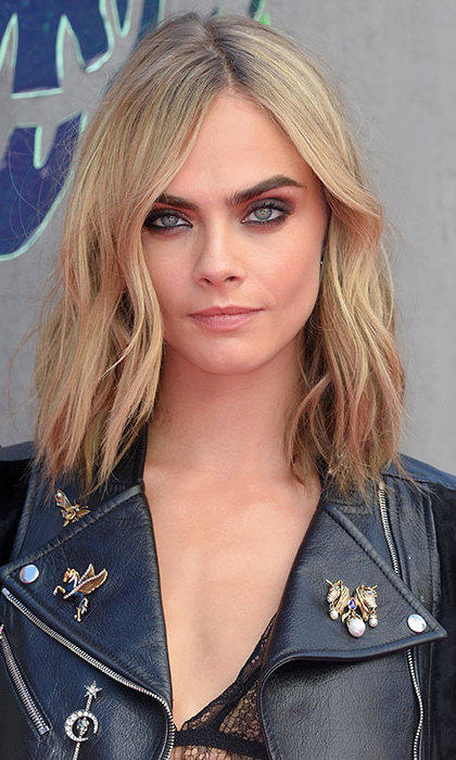 Cara Delevingne showed off her supermodel credentials at the <em>Suicide Squad</em> premiere, flaunting her new short bob by wearing it down in tousled waves, mastering some of the season's biggest beauty trends with bold eye make-up and a matte complexion. 