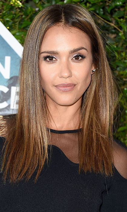 Jessica Alba had us reaching for the straighteners thanks to her poker straight, glossy mane at the Teen Choice Awards. Recreate the star's effortlessly glamorous make-up by sticking to subtle but shimmering shades, paired with full, voluminous lashes. 