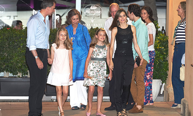Queen Letizia out for dinner with the rest of the Spanish royal family.<br>