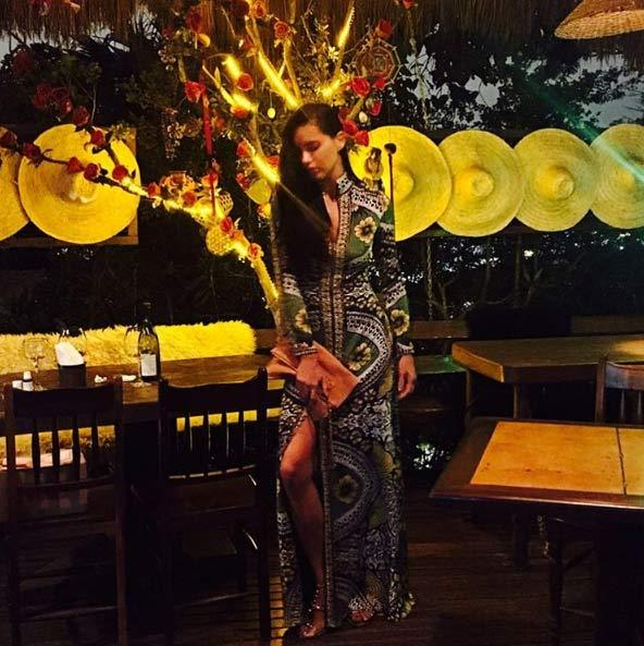 The model took the chance to dine at one of her favourite restaurants, Aprazivel, ahead of the games. She looked gorgeous in a green floral print gown with a thigh high split and studded heels for the occasion.