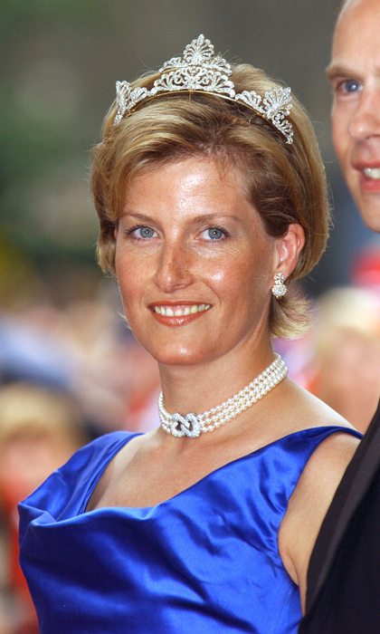 At the wedding Of Crown Prince Haakon Of Norway and Mette-Marit in 2001, Sophie, Countess of Wessex, dazzled in a choker of pearls joined by an infinity knot of diamonds. 