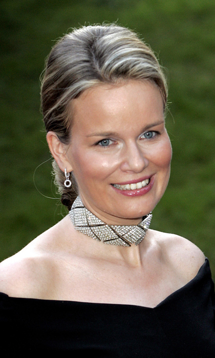 Queen Mathilde of Belgium rocked an Art Deco-inspired choker to Grand Duke Henri and Grand Duchess Maria-Theresa's silver wedding anniversary celebrations in 2006.
