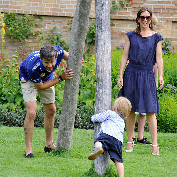 <p>The royals love playing with their children.