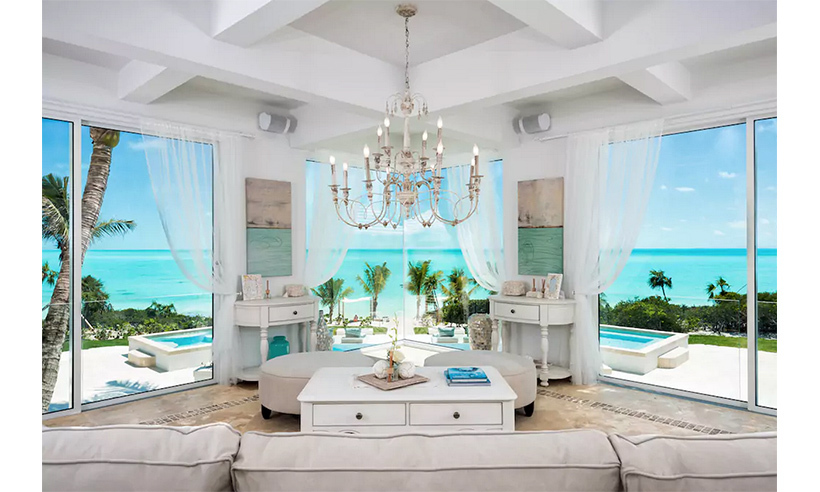 Kendall arranged a special surprise for her sister at the end of the trip by arranging a fireworks display on the beach. <p>Photo: © Hummingbird Luxury Management Ltd/Airbnb</p>