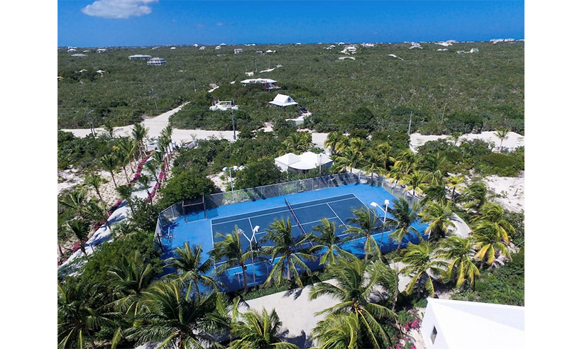 Tennis anyone? Guests have access to private courts. 