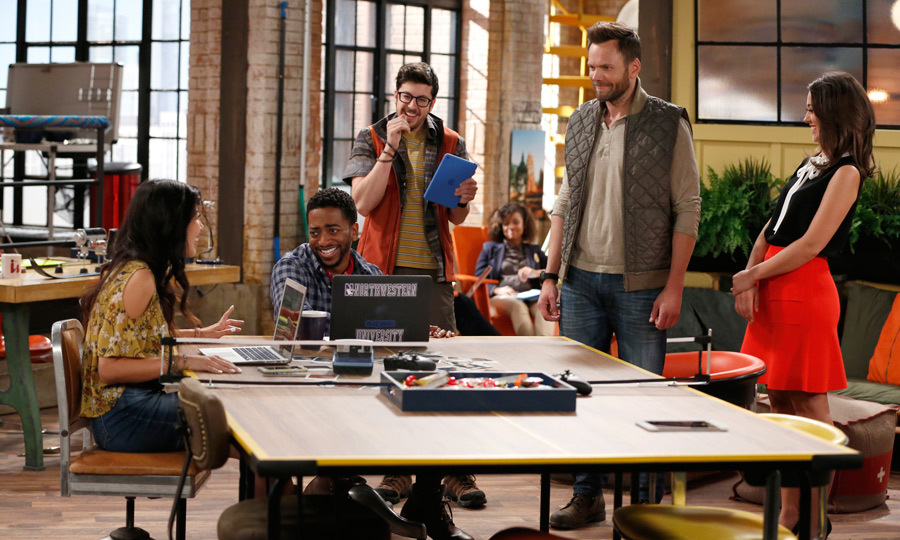 "<span style=""font-size: larger; font-weight: bold;"">THE GREAT INDOORS</span><br><span style=""font-size: large;""><strong>PREMIERE</strong> Oct. 27, Global</span>