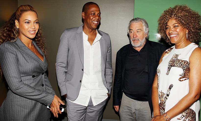 Twinning couple Beyoncé  and Jay Z hung out with Robert De Niro and his wife Grace Hightower at the New York premiere of <i>Hands of Stone</i>.
