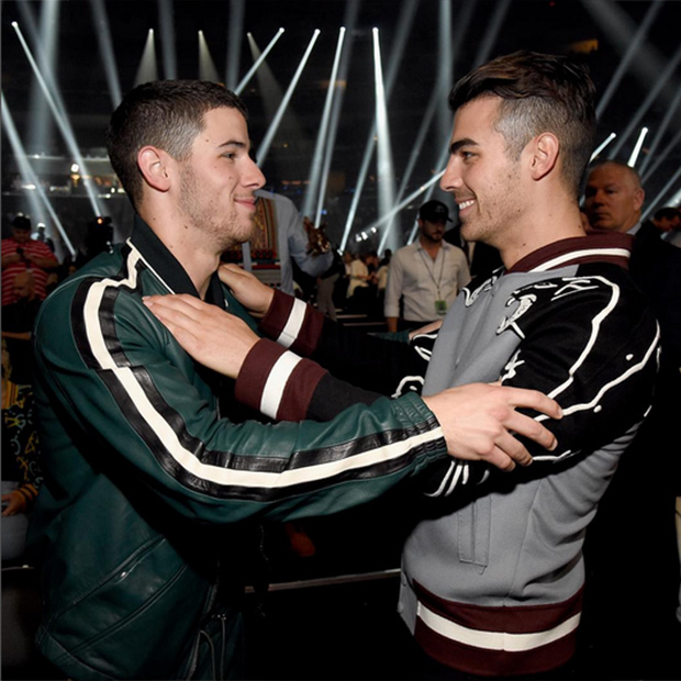 Nothing but brotherly love backstage with Nick and Joe Jonas. 