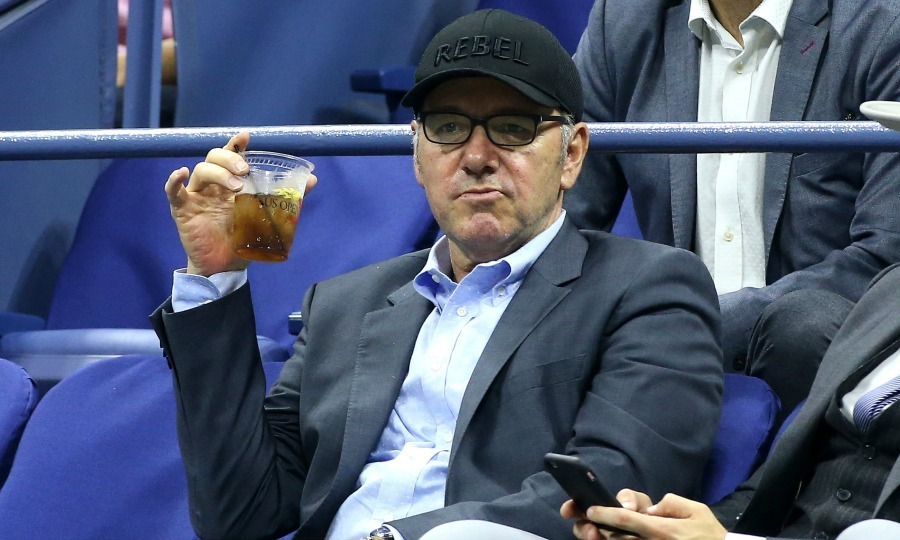 Kevin Spacey was a true rebel while he watched Serena Williams defeat Ekaterina Makarova.
