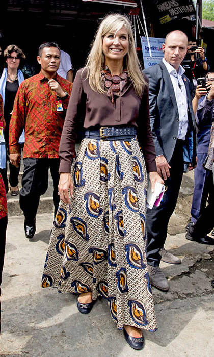 Maxima braved the Indonesian heat in a brown top and floaty printed maxi skirt.