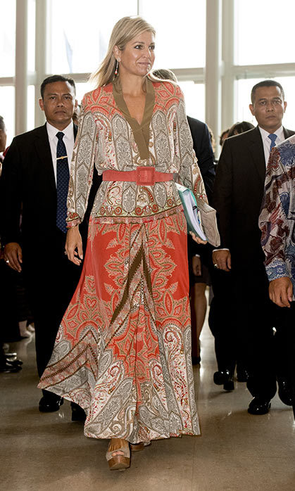 Queen Maxima stood out from the crowd in a coral paisley print maxi dress and nude heels.
