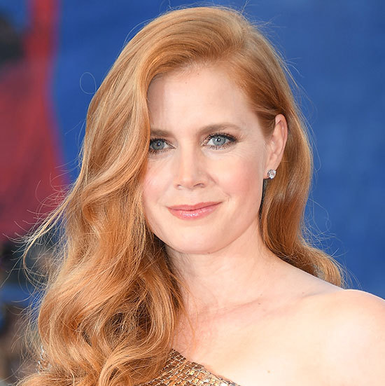 All eyes were on Amy Adams at the <em>Nocturnal Animals</em> premiere where she channelled old Hollywood with sideswept loose wavy hair, and on-trend metallic eye make-up. 